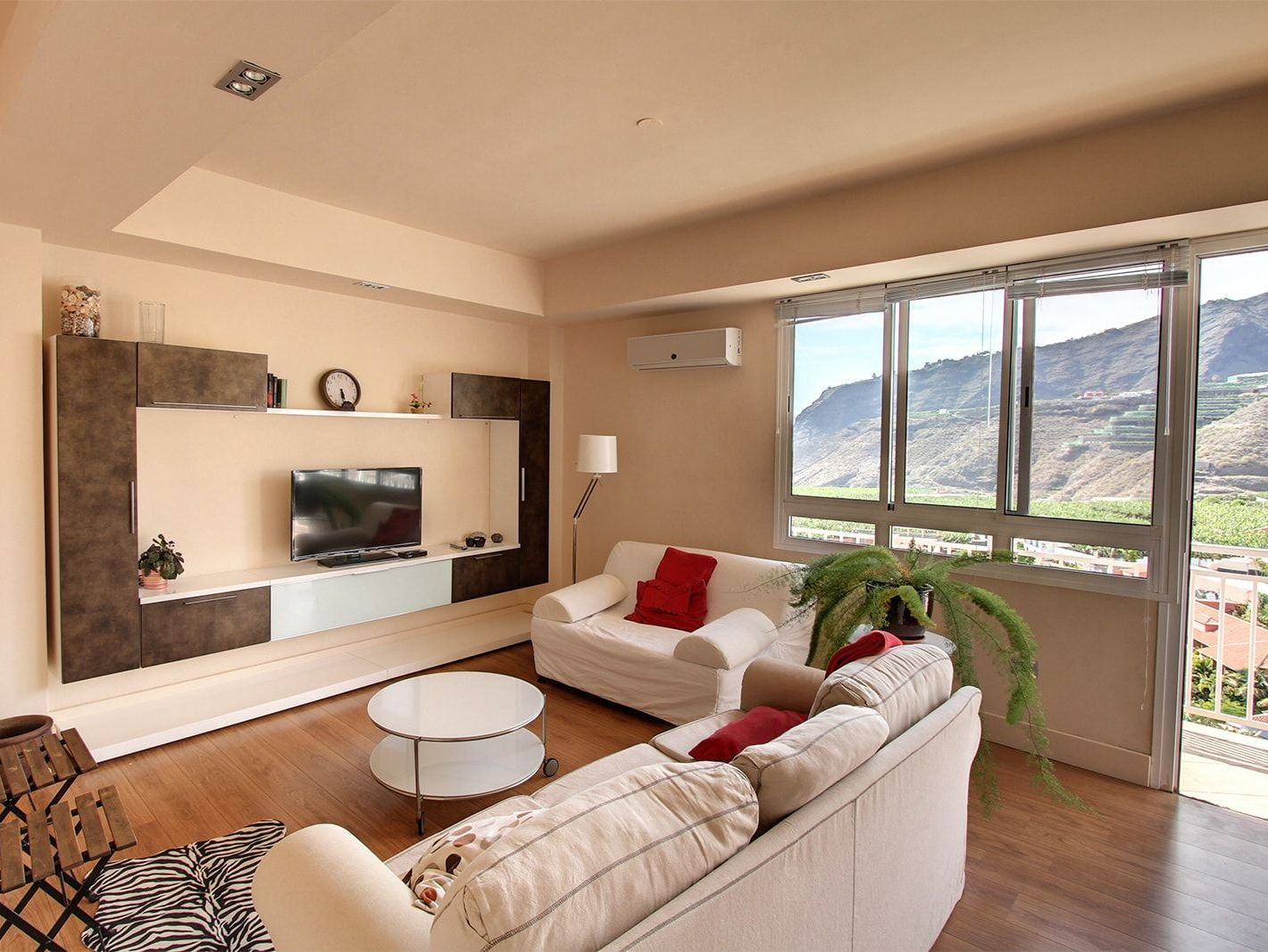 Living cosily in the modern city apartment on La Palma